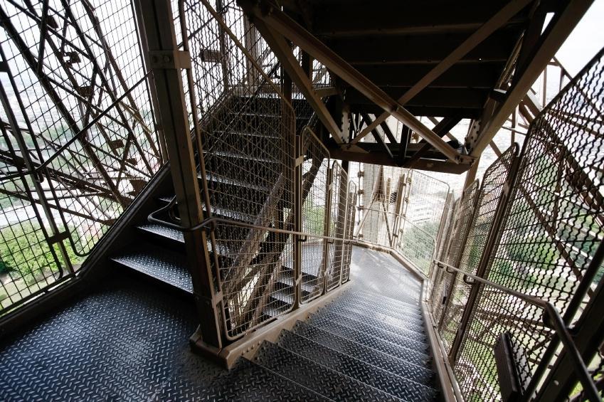 eyfel-kulesi-merdivenler-gezenticiftcom